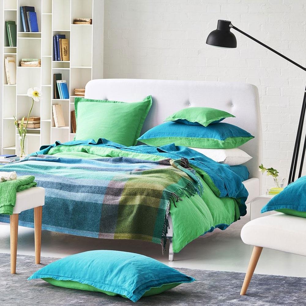 Bampton Emerald Throw - im Schlafzimmer