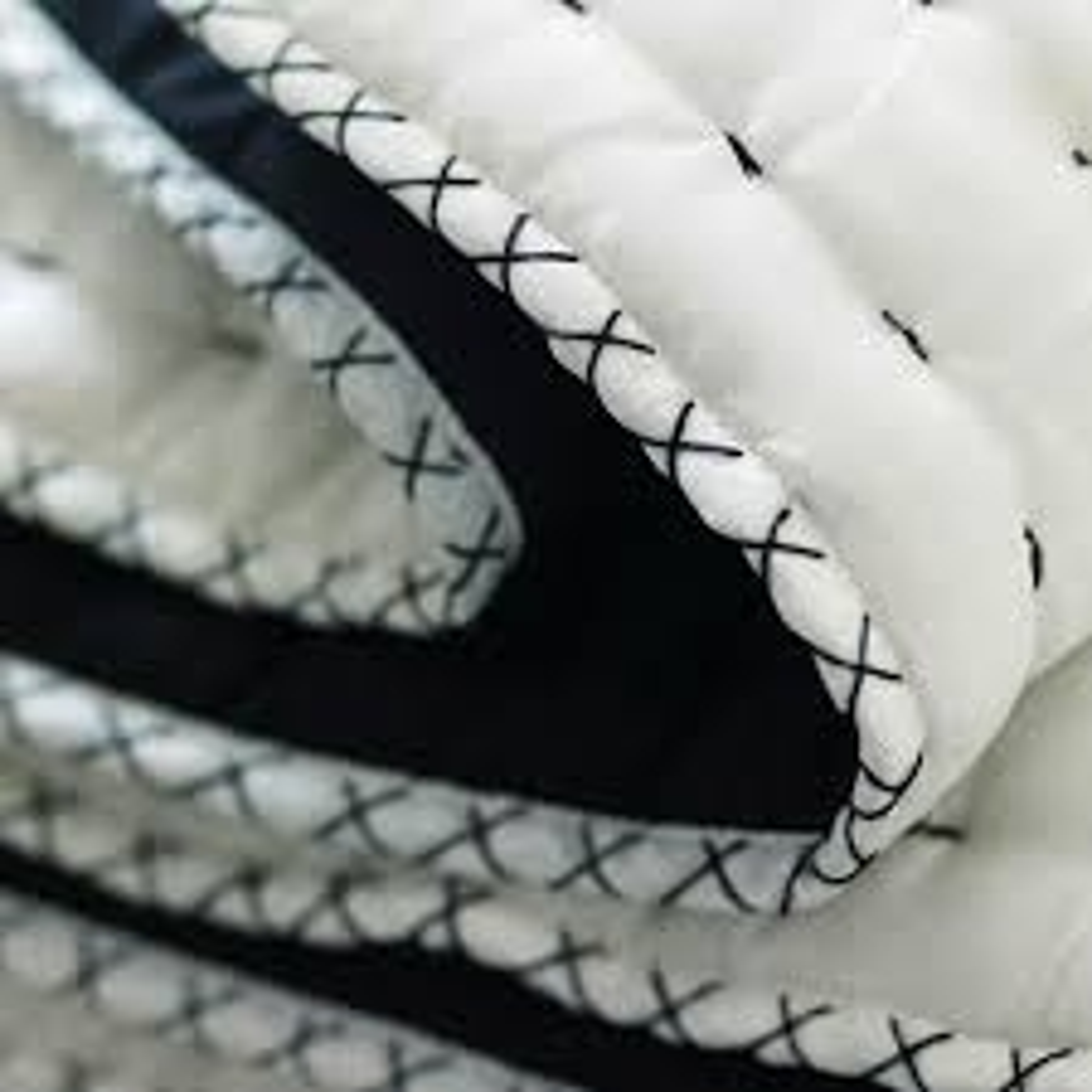 Designers Guild Bettüberwurf Chenevard Black & white