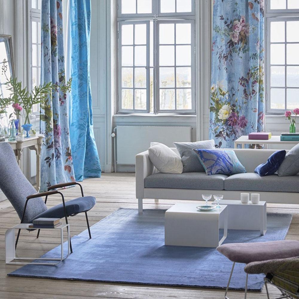 Designers Guild Teppich Eberson Cobalt - im Wohnzimmer