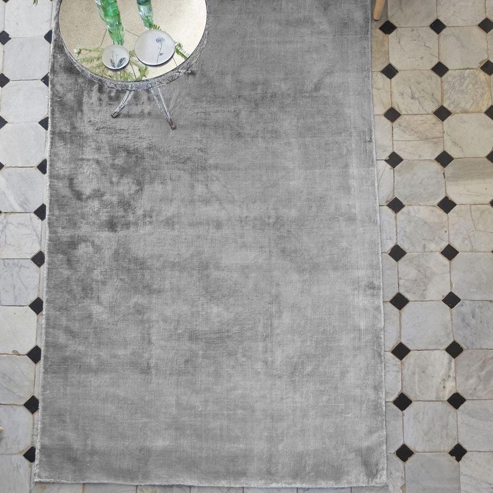 Designers Guild Teppich Eberson Platinum- im Wohnzimmer