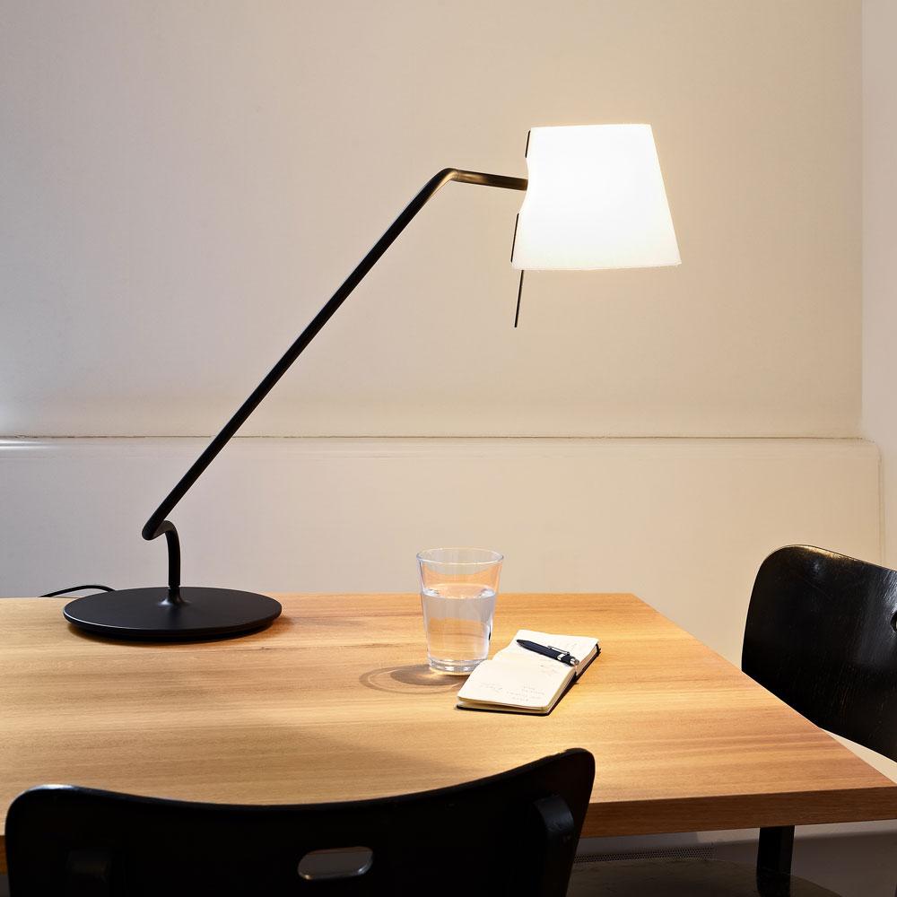 Elane Table Short schwarz - als Arbeitsleuchte
