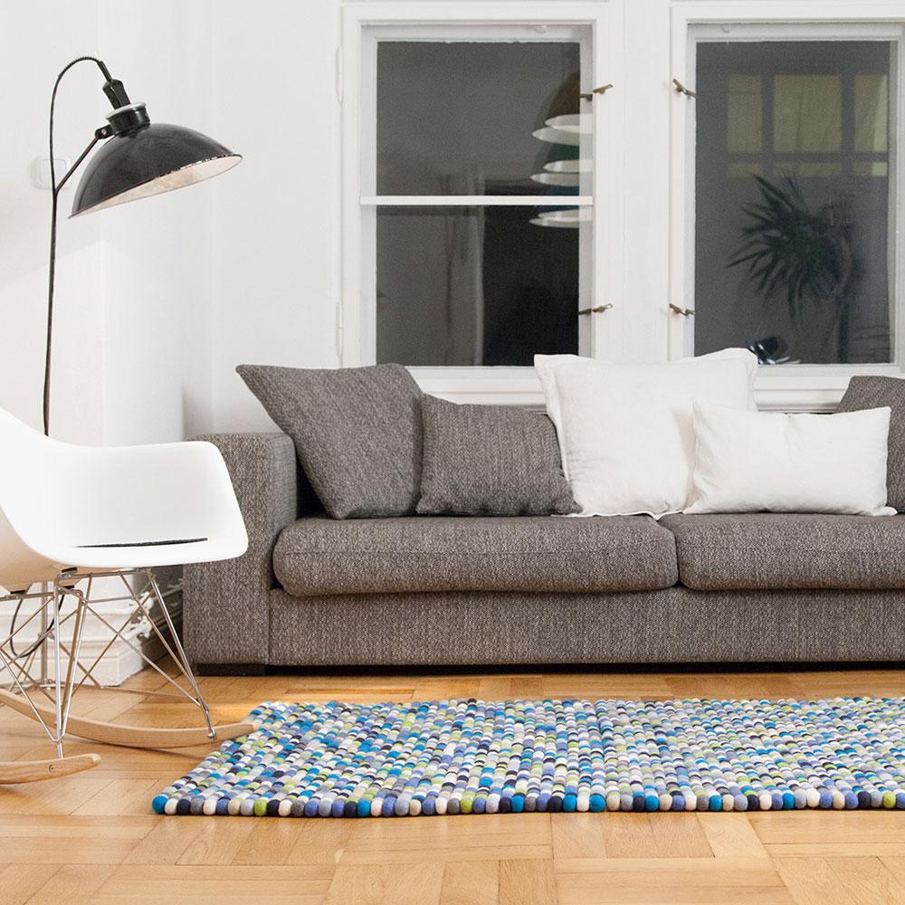 filzkugelteppich mehrfarbig rechteckig quadratisch von myfelt f r 113 05. Black Bedroom Furniture Sets. Home Design Ideas