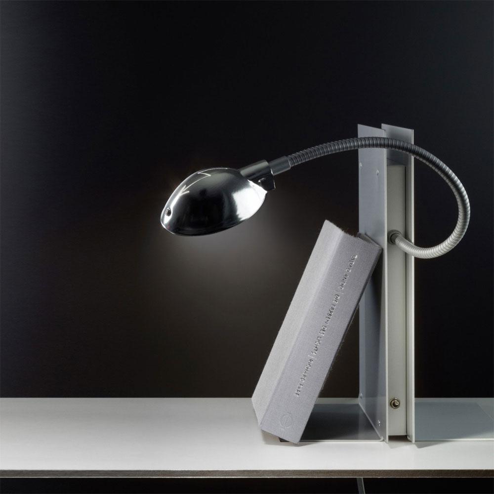 Ingo Maurer Bücherstütze & Regalbeleuchtung Oskar LED