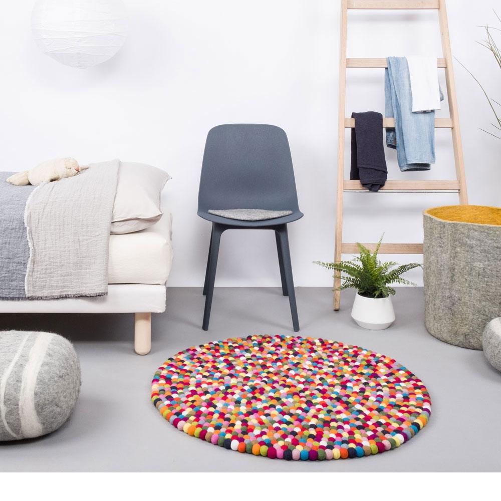Filzkugelteppich Lotte - im Schlafzimmer