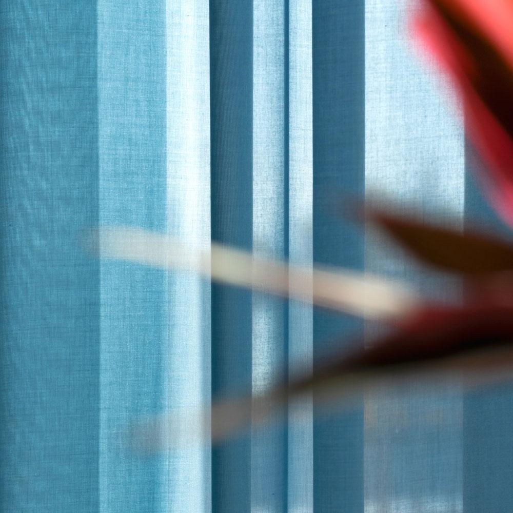 Kinnasand by Kvadrat - Vorhangstoff Floating - Raumansicht Farbe 0011