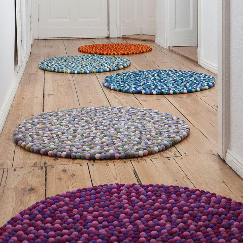 filzkugelteppich filzkugelteppich mehrfarbig rund von. Black Bedroom Furniture Sets. Home Design Ideas